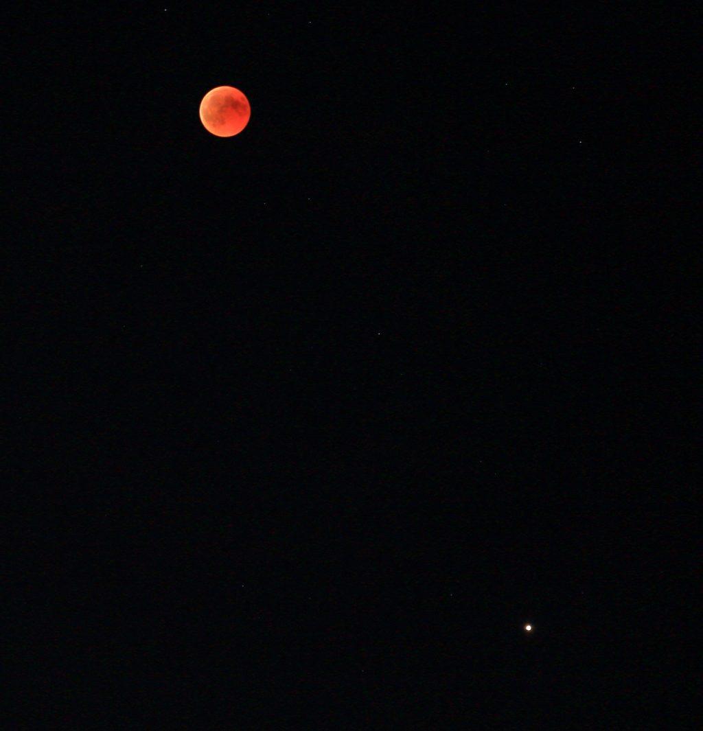 Eclipse de lune avec Jupiter